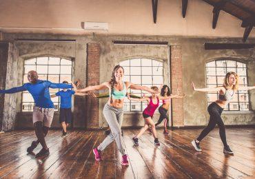 Dance trends, People dancing in a studio