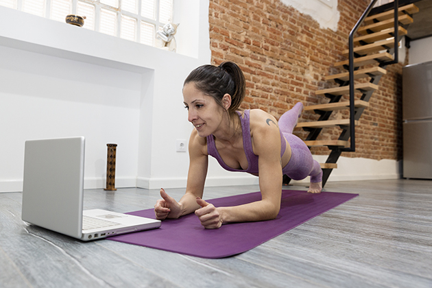 fitness industry trends, girl training at home taking online classes