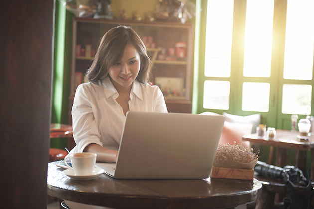 get more leads online, woman at her computer