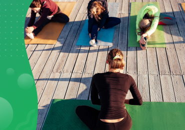 outdoor fitness classes, woman teaching fitness class