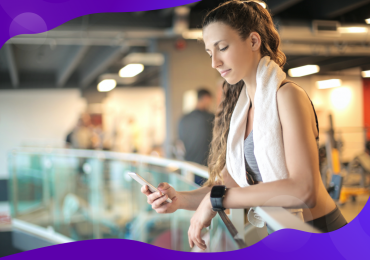 text message marketing, woman at the gym texting