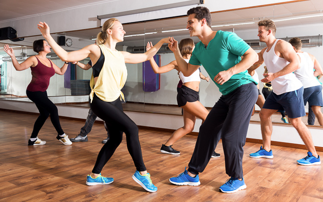 Dance Trends, People learning swing dance